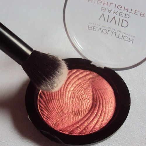 L'highlighter Rose Gold Lights de Revolution Makeup
