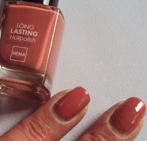 Sur mes ongles : 855 Long Lasting nailpolish de Hema