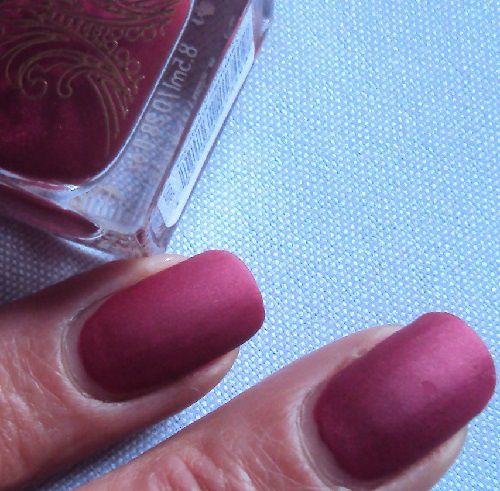 Sur mes ongles : Poetic Pink de Catrice (coll. Victorian Poetry)
