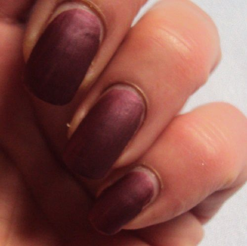 Sur mes ongles : Berry British de Catrice (coll. Victorian Poetry)