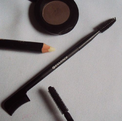 2 in 1 lash &amp&#x3B; brow comb de Essence