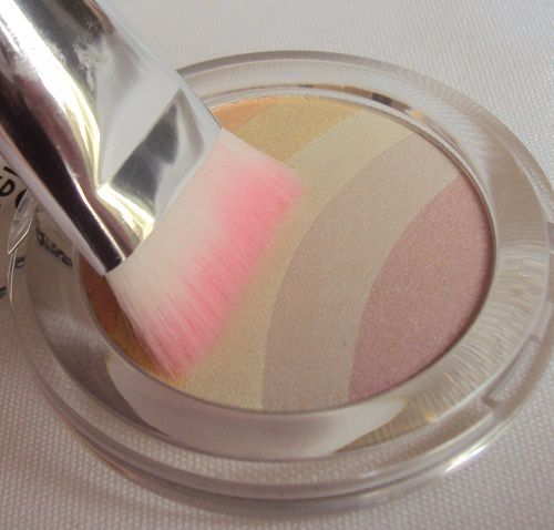 Rainbow highlighter de Essence (coll. Blossom Dreams)