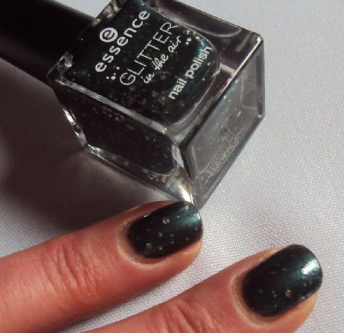 Sur mes ongles : Born to Sparkle de Essence (coll. Glitter in the air)
