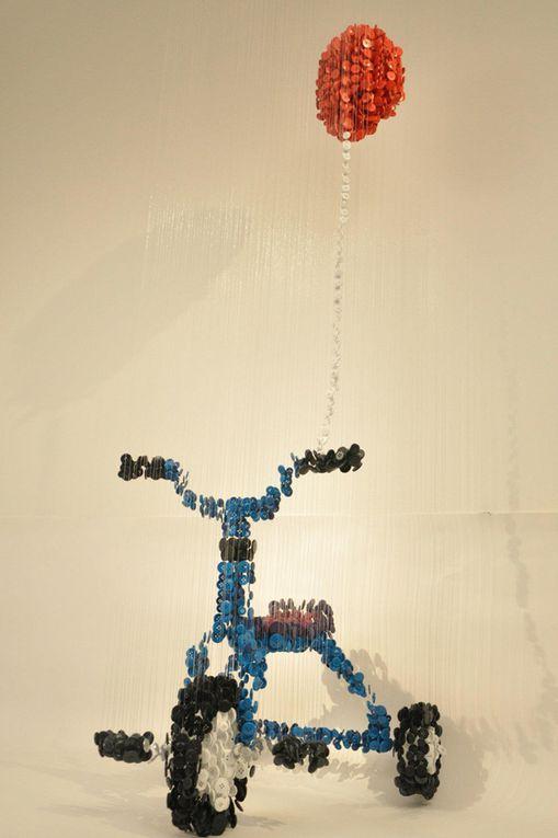 Augusto Esquivel, artiste vivant à Miami nous montre qu'avec de petits objets, on peut créer de véritables œuvres d'art.