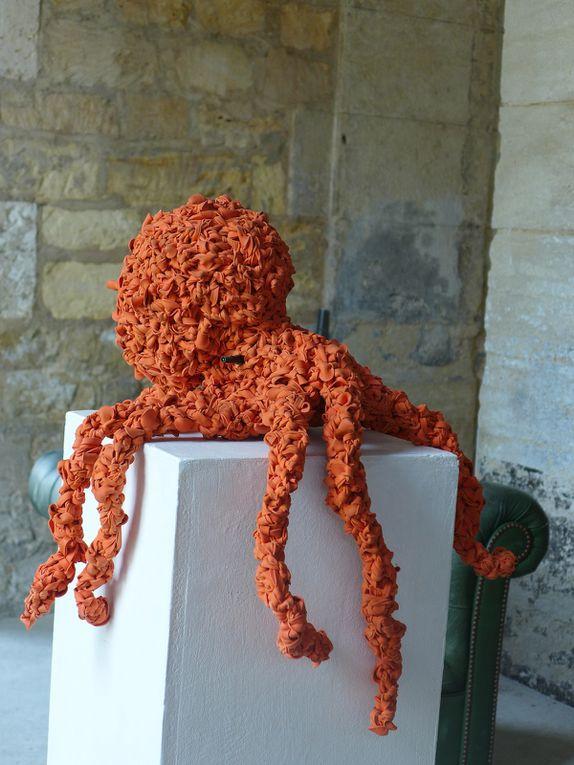 La Pieuvre sculpture élastique 2016 réalisée à base de caoutchoucs usagés de conserves alimentaires