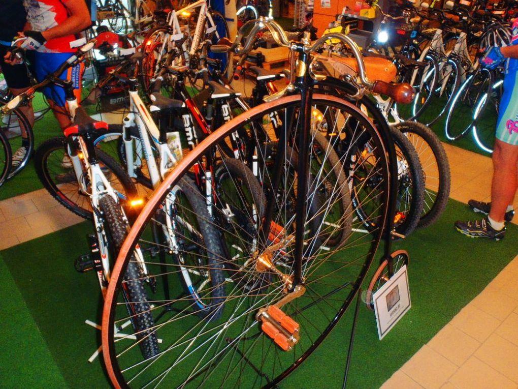Une exposition de vélos anciens remarquables .
