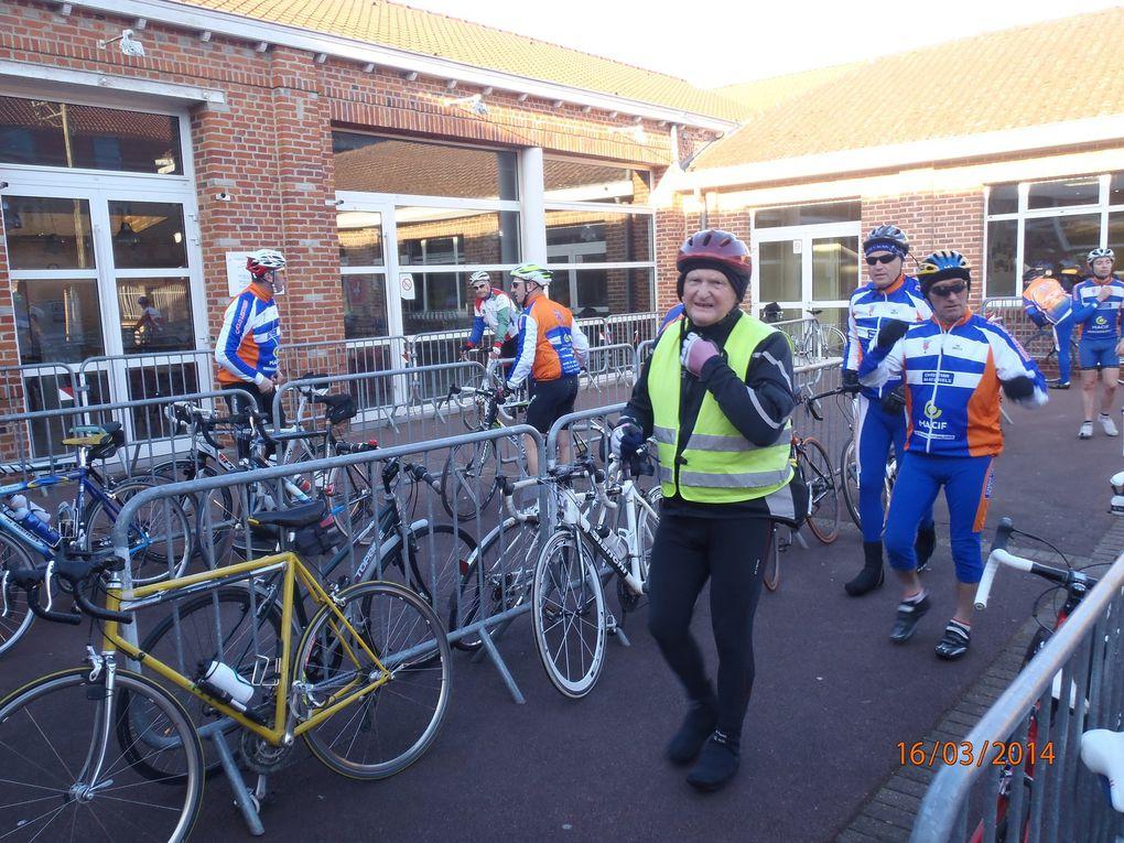 Une partie de l'équipe qui arrive à Estaires.