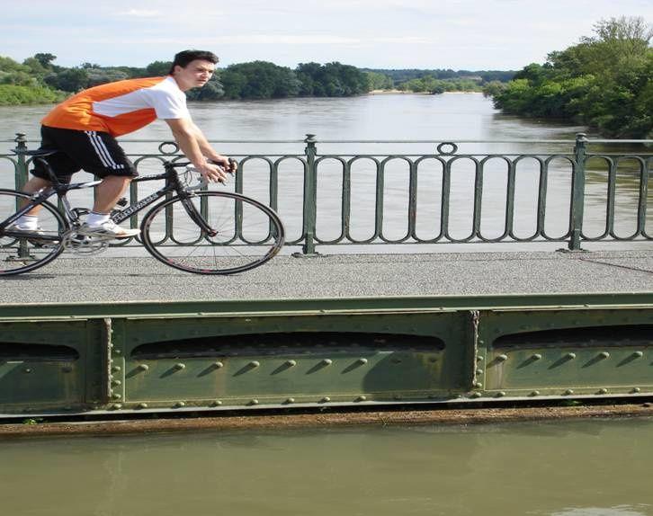 Le Pont de Briare,sous ce canal coule la Loire.
