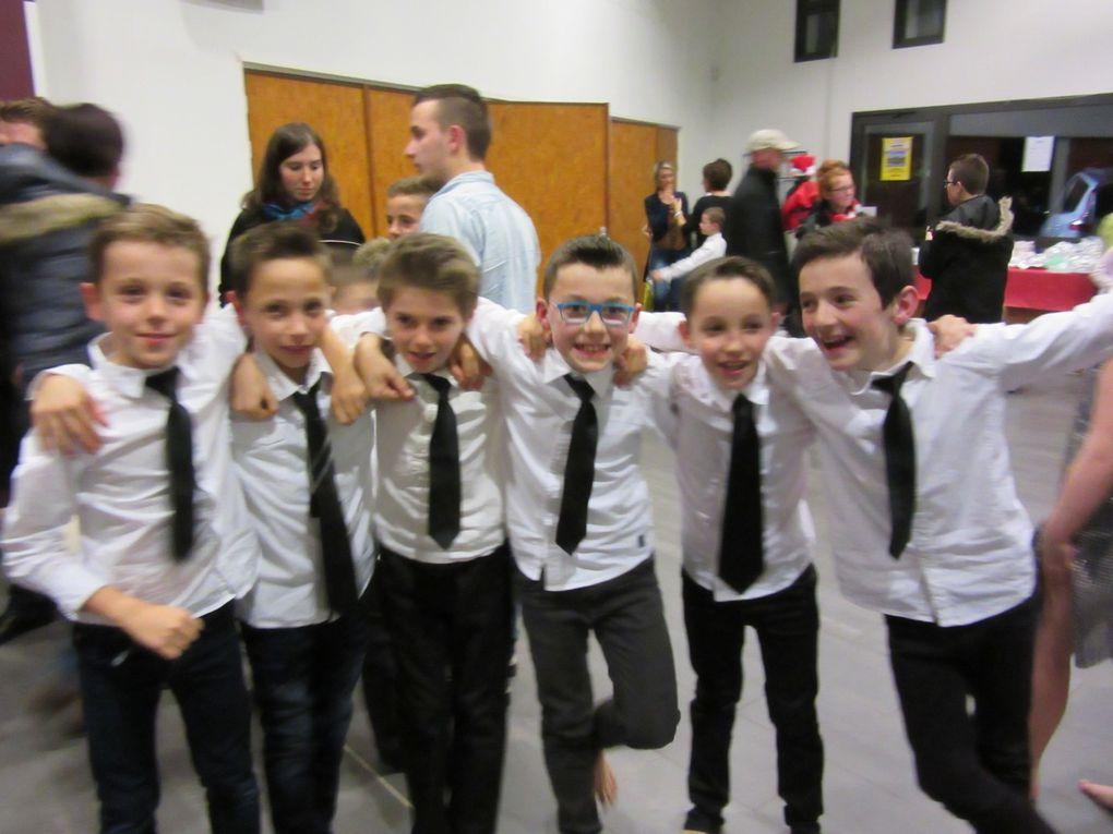 Photos des élèves lors du spectacle de Noël
