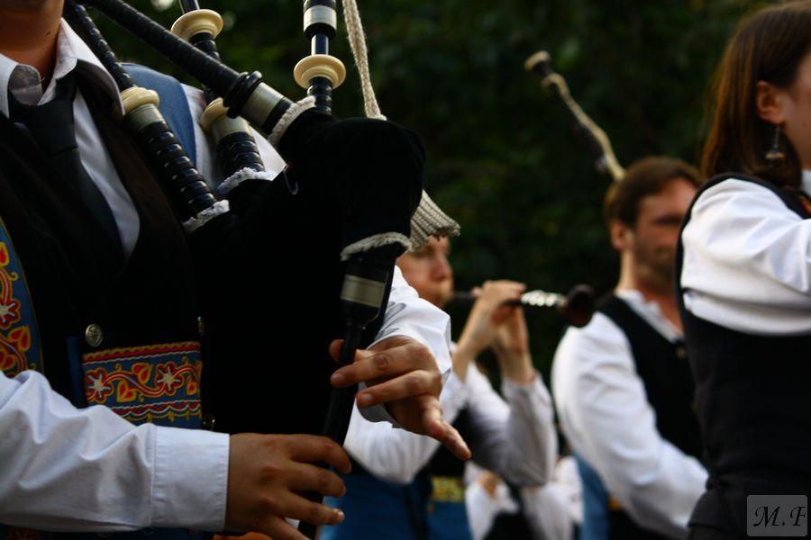 Il faut fêter çà &#x3B; Chantons Sonnons et dansons  : Le triomphe des sonneurs.