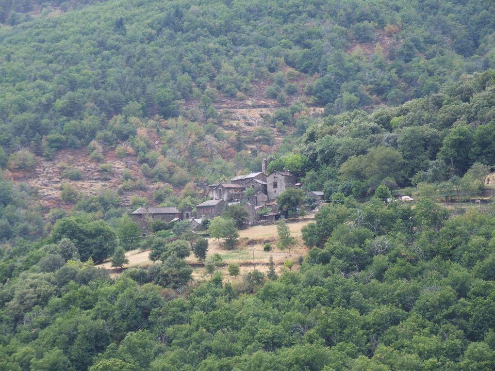 La corniche des Cévennes et le sentier de la Roquette à Molezon