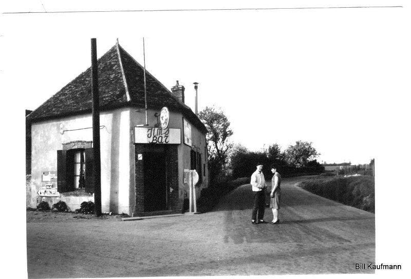 AÉROPORT DE DREUX CRUCEY. Site des anciens militaires américains casernés à Dreux.