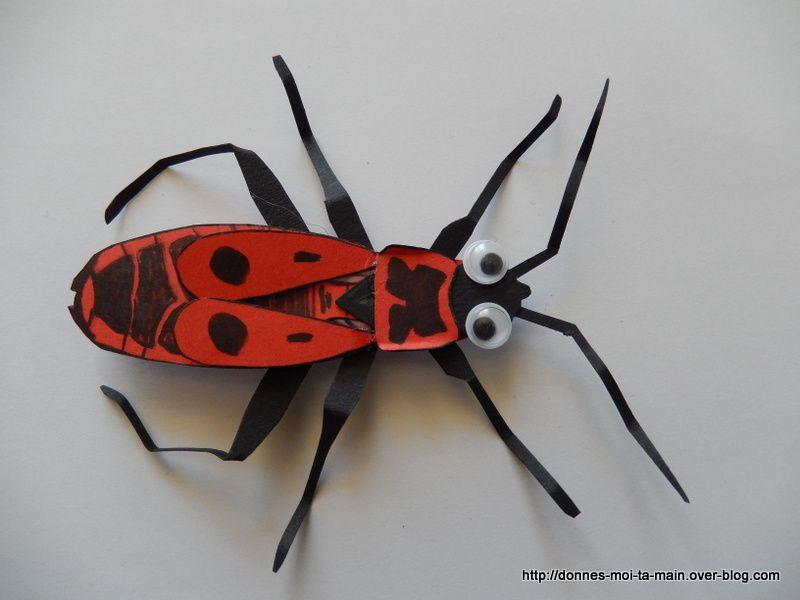 Découvrir les insectes avec des insectes en papier à manipuler.