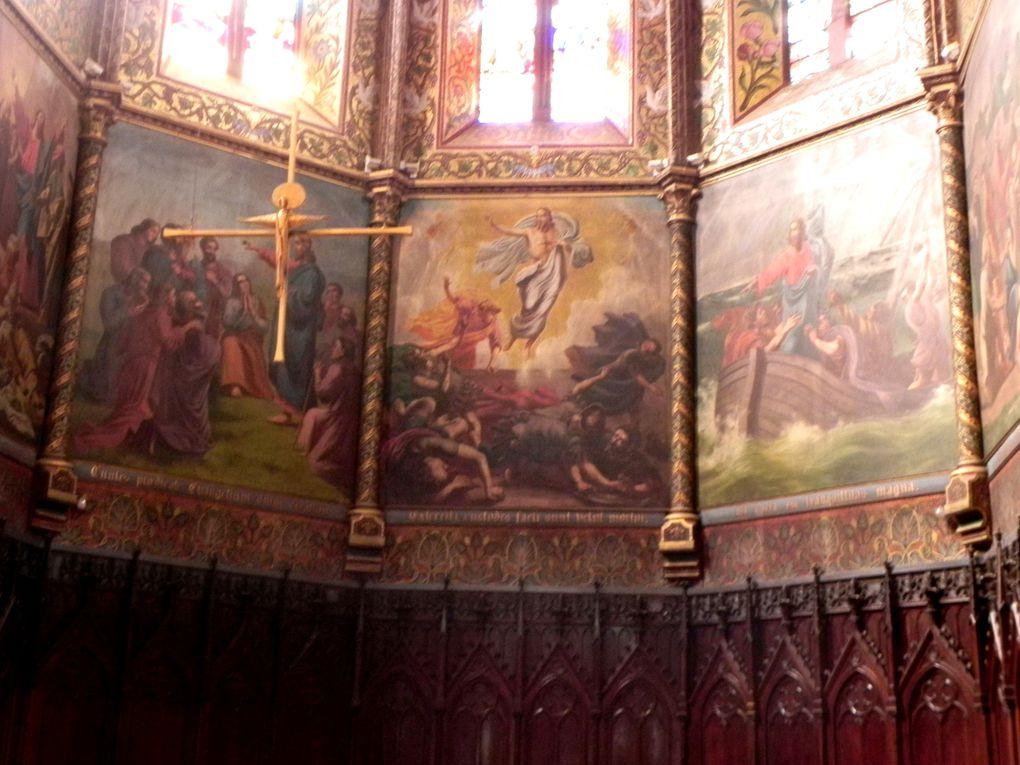 Les peintures au plafond, les tableaux, toujours dans le choeur.