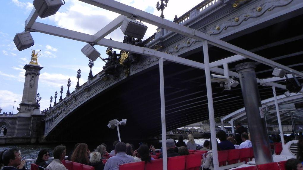 Le pont Alexandre III. Sur une des photos, on voit une partie du bateau mais difficile de faire autrement.