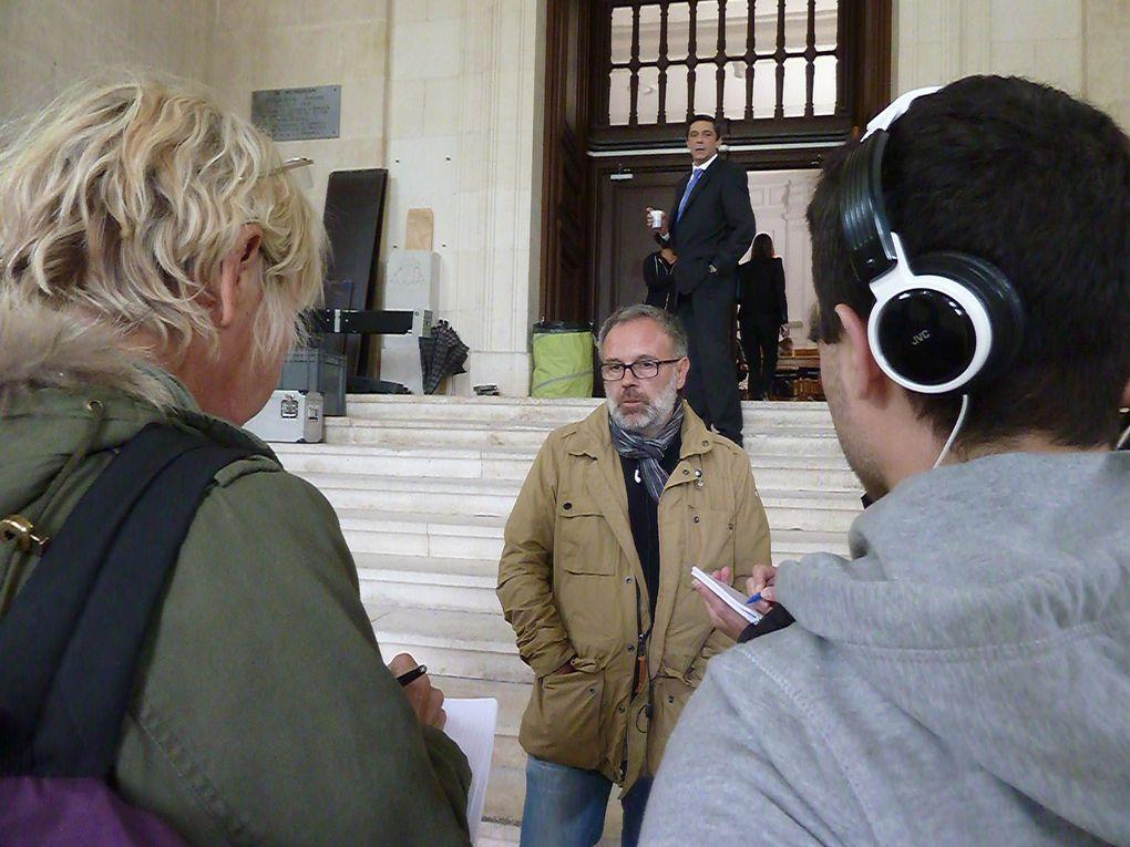 Au bas des marches le réalisateur Didier Lepêcheur. En haut des marches Dominique Guillo, l'acteur.