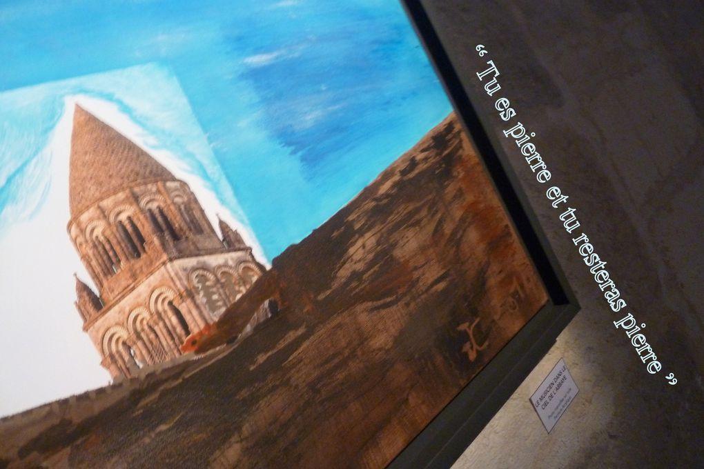 L'exposition a lieu dans la salle capitulaire de l'Abbaye aux Dames (bâtiments conventuels), les tableaux sont réalisés en périphérie (de l'imagination) de clichés (collés, marouflés) de la compagnie Alice. Bonne visite.