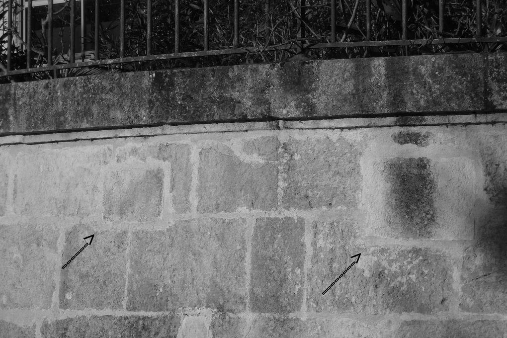 Guerre 39/4: Quai de Verdun (photos d'archives) on découvre les emplacements de deux meurtrières, obstruées après 1944. Place Blair (photos de ce jour) sous le parapet surplombant la Charente une meurtrière est encore très visible. Et pendant que nous sommes au bord de l'eau.... des traces encore moins honorables, mais très modernes.