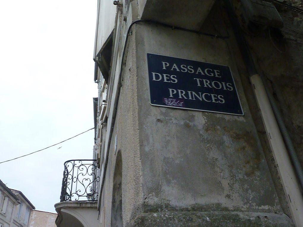 Les cartes postales, neuves, sont peut-être le fruit d'un larcin....Même Notre Dame de Lourdes n'est pas à l'abri.