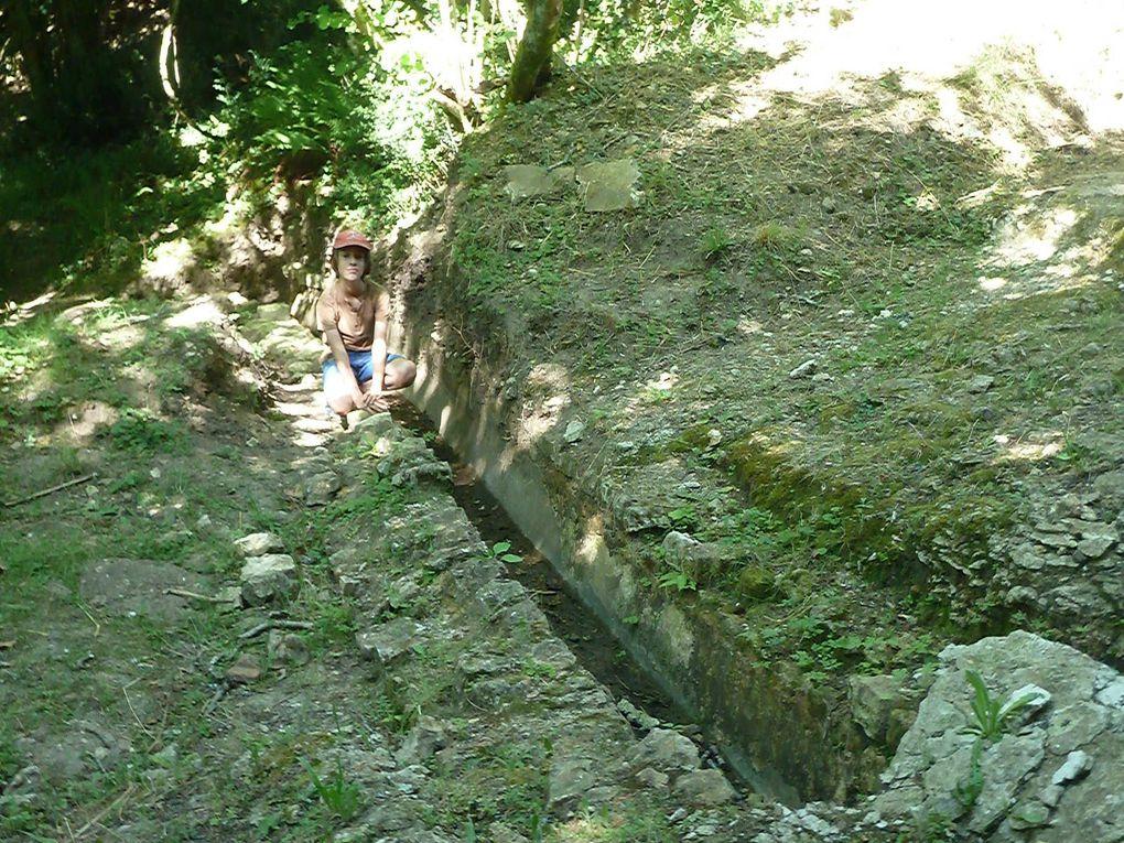 Sur la commune de Foncouverte d'importants vestiges, voir des conduites d'eau, dénommées aqueducs, sont encore visibles dans ce sol de Saintonge.