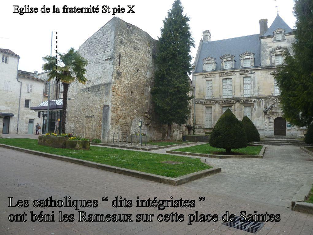 Deux remarques sur cette manifestation religieuse: En premier lieu absence d'évêque, le père évêque Bernard Housset a quitté le diocèse (retraite) et son remplaçant ne sera ordonné à cette charge que le 5 mai à La Rochelle. Puis surprise aux abords de la cathédrale St Pierre il n'y avait pas de marchands de rameaux, enfin de buis.