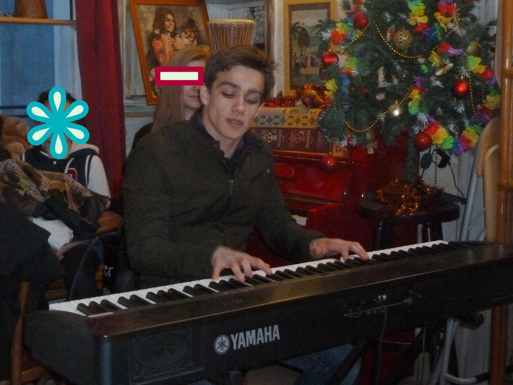 Dans ce PETIT bar de la rue arc de triomphe, très fréquenté à cette heure du soir, poètes, narrateurs, musiciens ont pu s'exprimer à leur manière. ainsi on a pu écouter une poésie écrite en 1954, assez sympa cette vision en arrière. puis cette poésie écrite spécialement pour Franck, le tenancier du bar, mais en forme de poisson d'avril selon l'auteure.