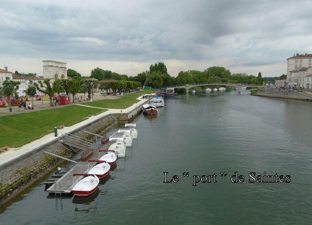 Comme nous le remarquons sur la photo Saintes a bien un port en centre ville.