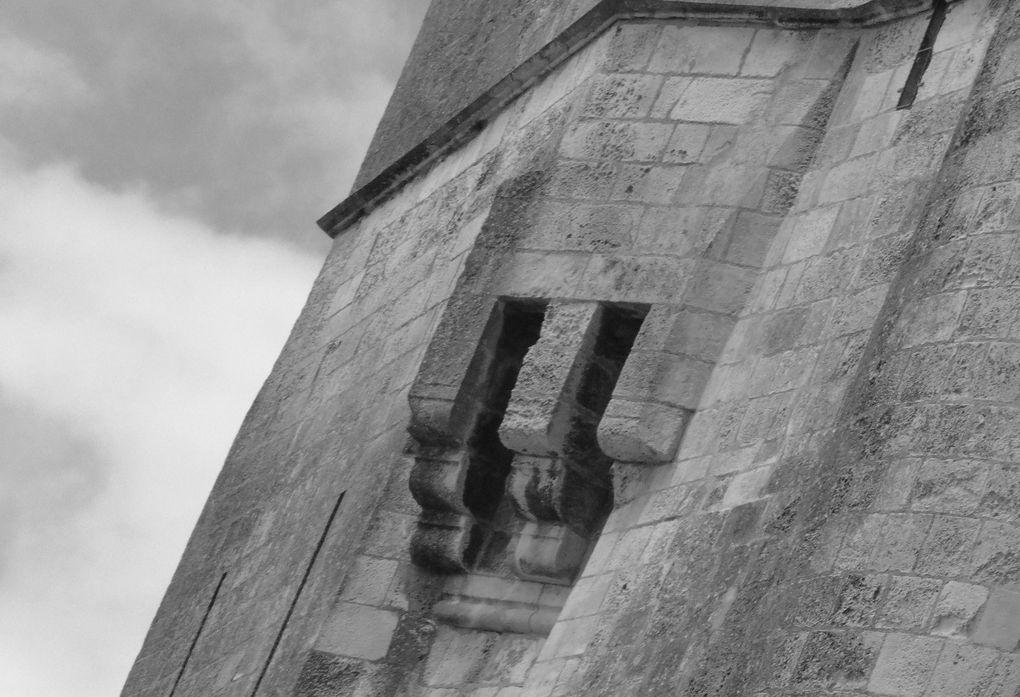Pa d'architectures sans symboles, statuaires, bestiaires... extrait.....