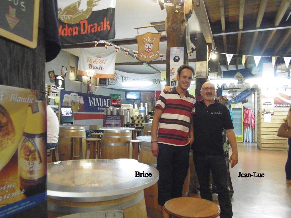 Avec Jean-Luc et et Brice depuis 4 ans 1/2 au sein de leur bar et cave à bière.  Nous aurons l'occasion d'en reparler, de revoir Jean-Luc dans ces pages.  Et dans leurs quartiers images insolites au long des murs, toujours notre histoire, même assez récente.