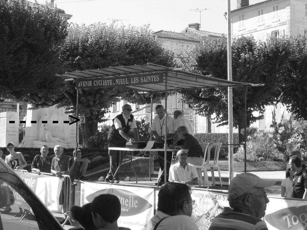 C'est ainsi que la première sur la ligne fut  Laura DA CRUZ, suivi par un doublé dans les personnes de  Pauline ALLIN, seconde, et Iris SACHET&#x3B; Les bonnes grimpeuses de notre cours furent ovationnées, puis ce fut le tour de la remise des coupes et gerbes de fleurs. Sur le podium quelques élus locaux et régionaux, Jacky Emon, Christian Berthelot (représentant le maire de Saintes), le maire de St Sever de Saintonge, Pierre Hervé et quelques autres personnes, chacun prenant la parole ou remettant une coupe ou une charge.