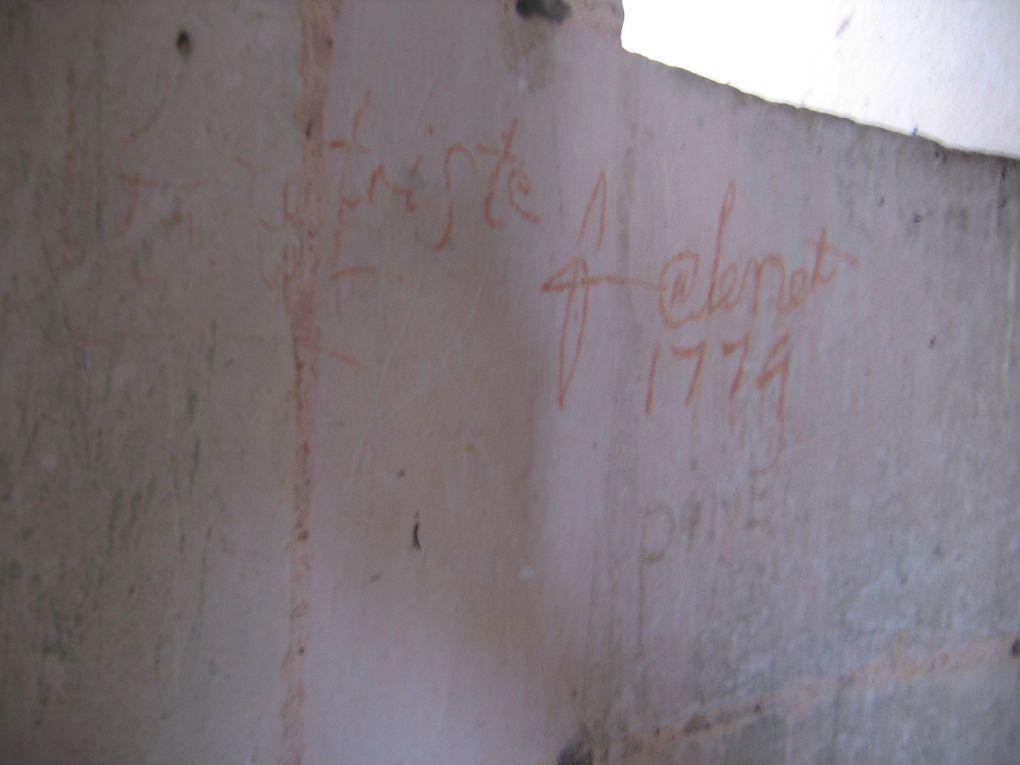 Des dates, des noms et prénoms, même un nommé Sempé (est-ce un ancêtre du dessinateur..!), mais aussi une église en feu, une tour qui devait être celle qui défendait le pont de Saintes, tout en étant une prison.