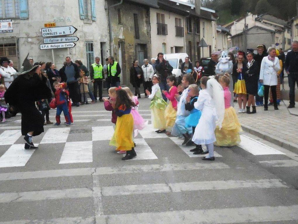Danses et animations place depuis la place de la Mairie jusqu'au stade