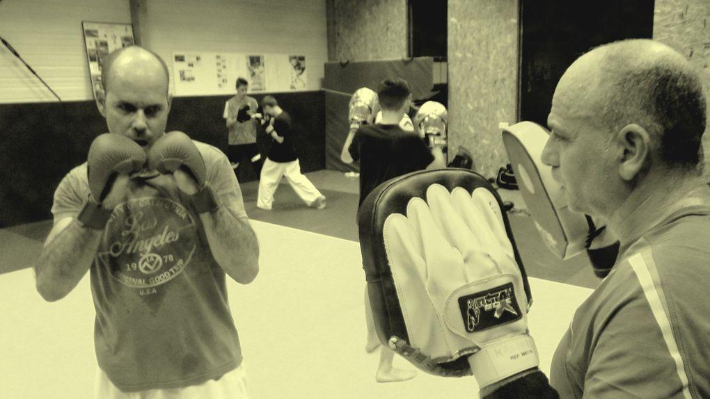 Ecole de karaté Vertou L'Ecole de karaté de Vertou a organisé un stage de full-contact avec Sabrina, Sébastien et Matthieu le mercredi 18 octobre 2017. Ces 3 combattants de l'Ecole du Samouraï de Geneston ont partagé leurs connaissances et leurs expériences de la compétition sur Ring et tatami en full-contact. Les adhérentes de Vertou ont constaté que la boxe pied / poing convenait aussi bien aux hommes qu'aux femmes. Merci à tous les adhérent(e)s d'avoir participé aussi nombreux !  Ecole de karaté Vertou  L'Ecole de karaté de Vertou a organisé un stage combat pour enfants le samedi 21 octobre 2017. Ce stage était animé par Davy plusieurs fois champions en combat (Il est actuellement licencié auprès du Samouraï 2000 au Mans et prépare de nombreuse compétions). Les enfants de Vertou, Geneston et Sainte Pazanne ont répondu présents et de nombreux mini samouraïs ont été ravis de se mesurer à  Davy, d' apprendre le combat et la compétition karaté. Je remercie les parents pour le déplacement et la présidente pour l'organisation et le goûter des enfants. Nous remercions Davy notre champion !