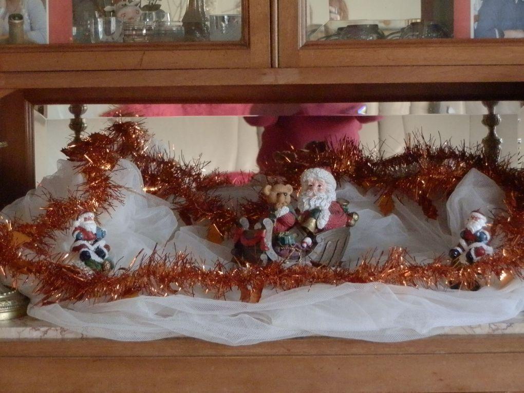 voilà la décoration de la maison terminée.........je suis en campagne, donc mon petit mari a été me chercher des branchage pour faire un déco nature