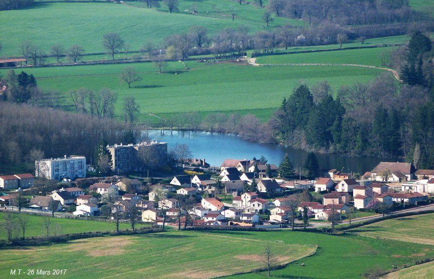 Vues ariennes sur La Clayette et sur le village de Varennes sous Dun.