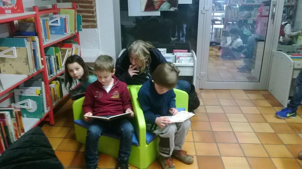 Les CE1 : une farandole de lecteurs et de lectures à la médiathèque