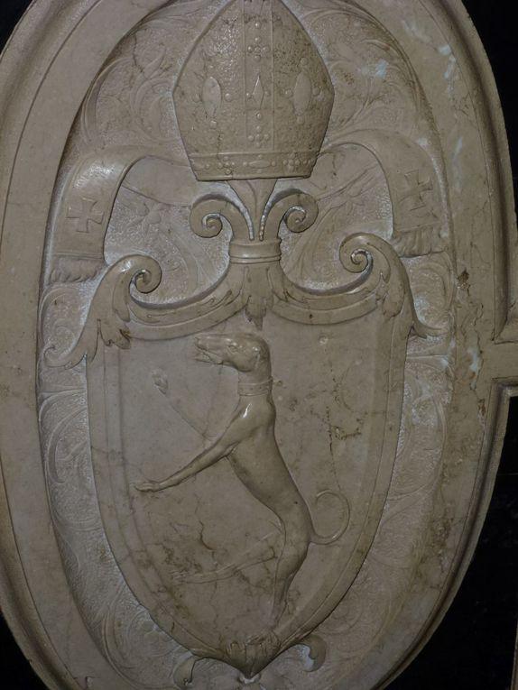 L'intérieur du Duomo : sculptures, fresques et marbre blanc...