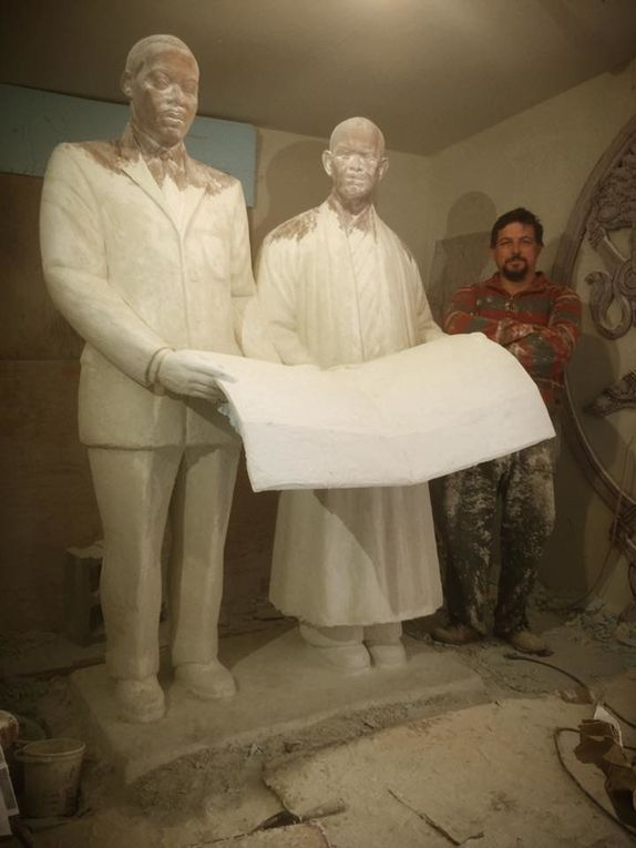 Photos de la fabrication de la statue de Thay et du Dr King