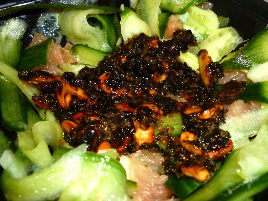 Bol de Concombre Pamplemousse avec Noix &amp&#x3B; Amandes grillées à la Sauce Noix de Coco / Wasabi &amp&#x3B; Assaisonnement de Riz