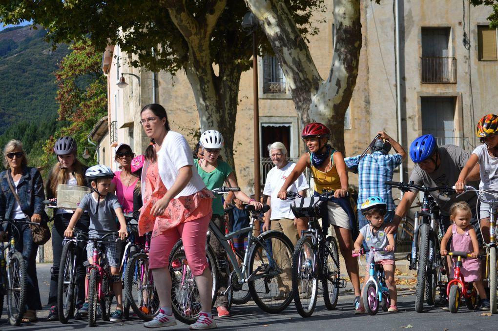 A vélo, au village, on dépasse les autos