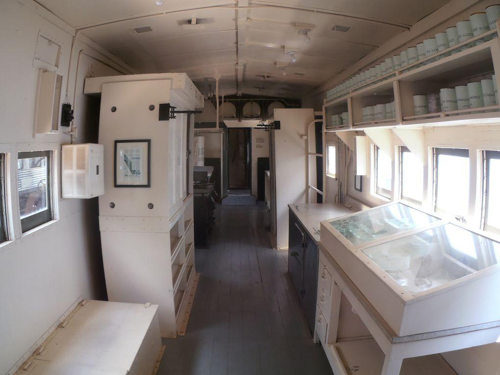 Outre la poste, le transport de fret et de passagers, le chemin de fer a joué un rôle primordial lors des conflits. En 1917, dès la déclaration de guerre des USA, tout le réseau a été réquisitionné et mis au service du gouvernement. En 1944, ce sont 2400 dortoirs et 440 cuisines ambulantes pour l'armée (cf. ci-dessus) qui furent construites. Servie par une équipe de 12 à 30 personnes, elle pouvait préparer un service maximum de 500 couverts. Le transport aérien a rendu ces équipements obsolètes.