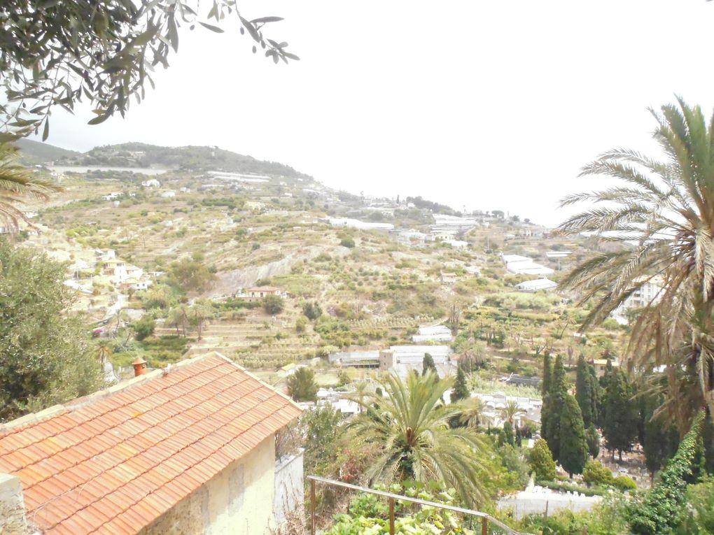 Les collines environnantes sont parcoures de sentiers menant aux terrasses. Magnifiques promenades pour nous si nous habitions ici car cela n'existe pas chez nous...