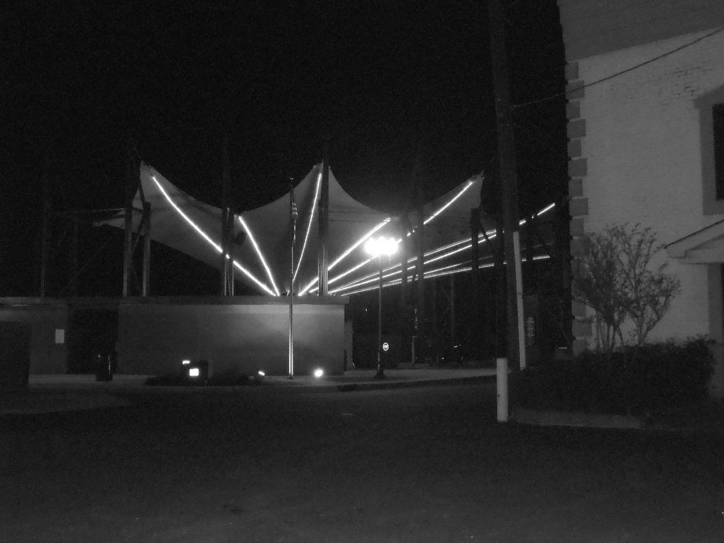 La nuit, la ville se découvre dans une autre dimension... Plusieurs photos se rapportent à des articles déjà parus. Saurez-vous les reconnaitre ?