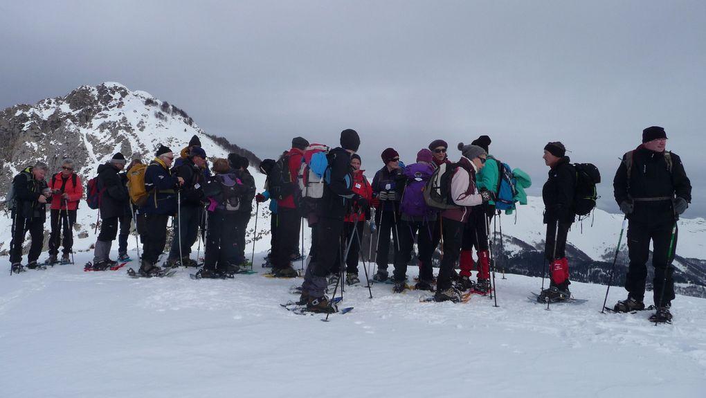 Au sommet du Berducou, derrière le groupe, le Pic de Bagès.