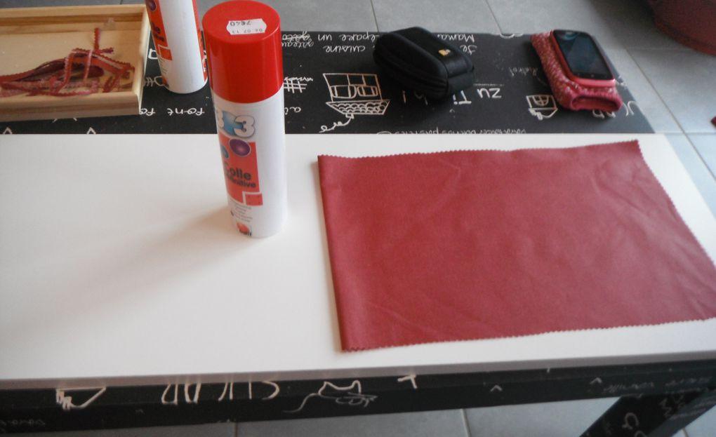 Collage de la nappe enduite pour protéger les étagères!