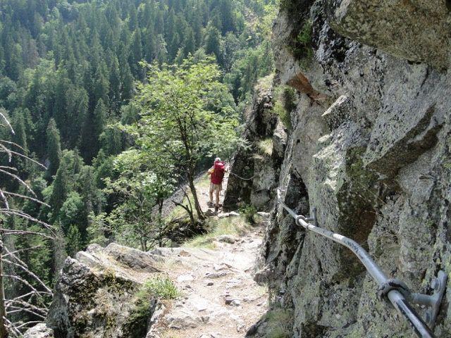Du col nous ne résistons pas à l'envie de refaire le magnifique sentier des roches.