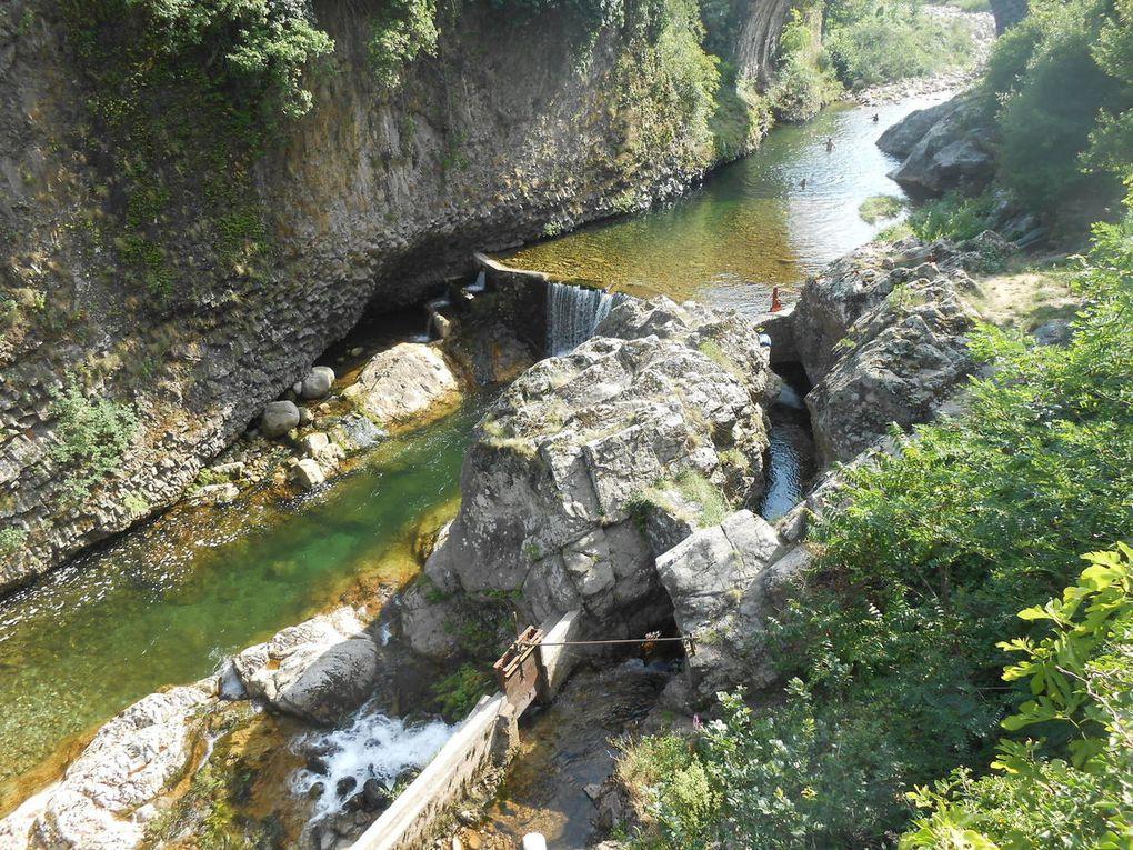 L'ancienne passe à poissons. L'été dernier, les ouvriers avaient dynamité le rocher qui se trouve à son entrée, afin de l'agrandir