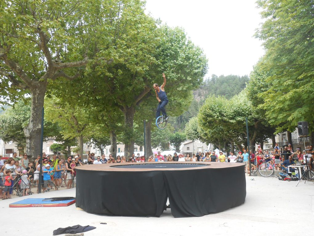 Du trampoline en monocycle