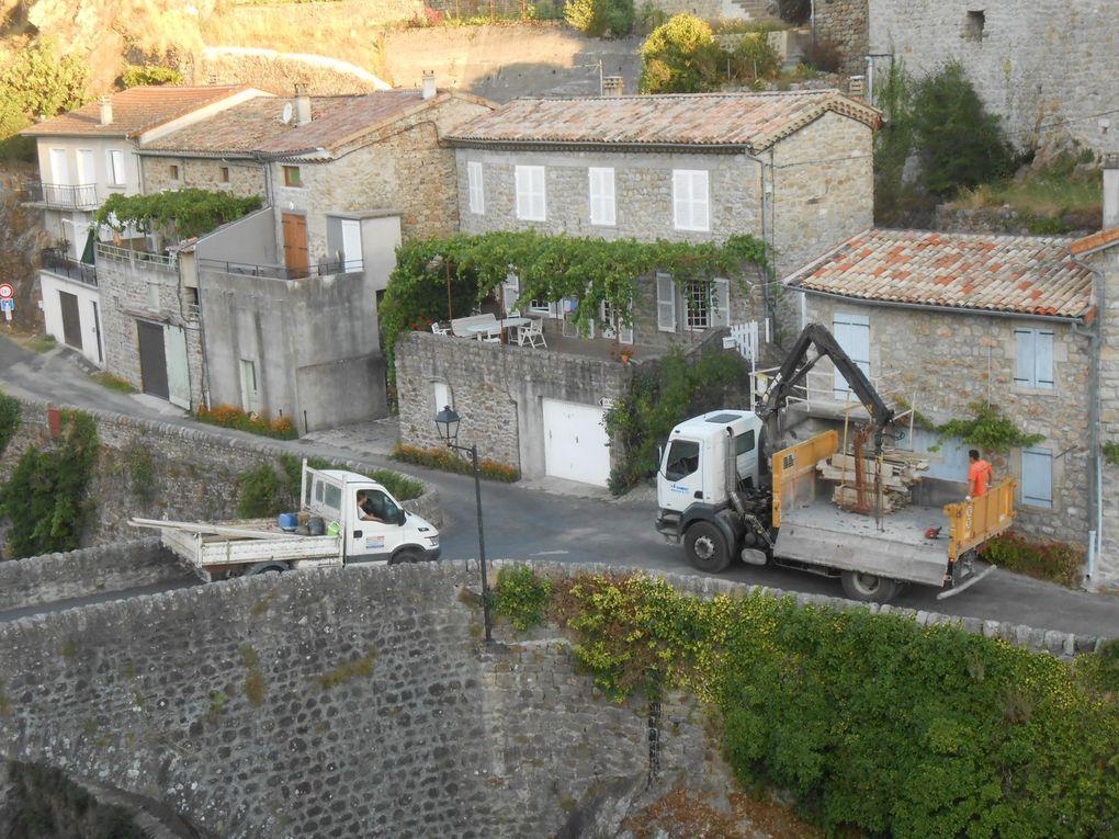 Vendredi matin: évacuation finale du chantier avec un camion-grue