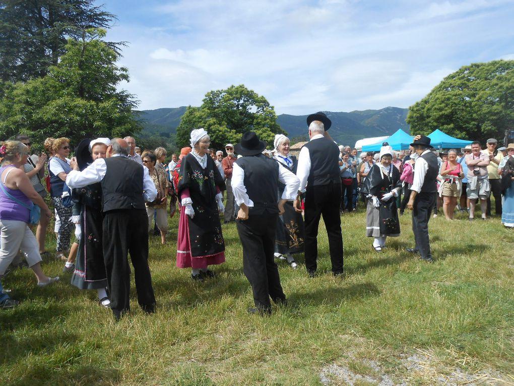 Les pas perdus, groupe folklotique, ont animé la fête en présentant des danses auvergnates et locales